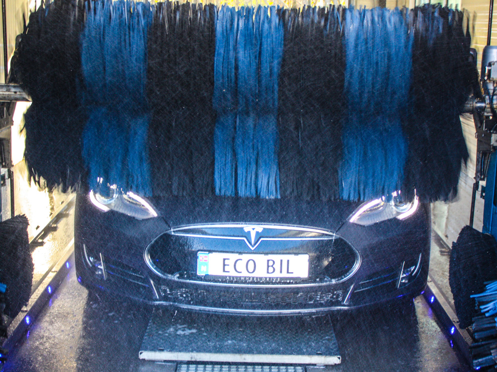 Tesla under vask i maskinvask
